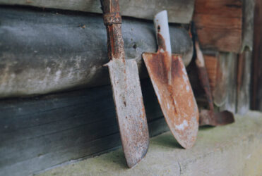 samodzielna wiosenna konserwacja narzędzi z korozją